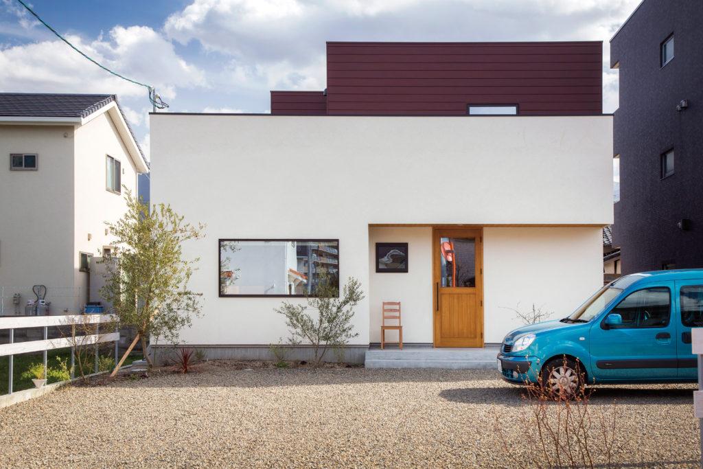 レンガ色ガルバの家